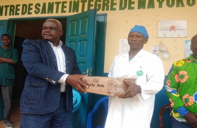 Œuvre de bienfaisance : Armand Moody fait don des médicaments au CSI de Mayoko