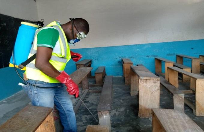 Brazzaville : Pour affronter le coronavirus,  ASU Monde  désinfecte le complexe scolaire Emonaya à Kombo