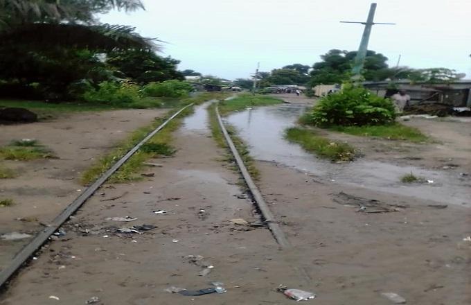 Brazzaville : Bain de boue sur les rails du CFCO à Mfilou