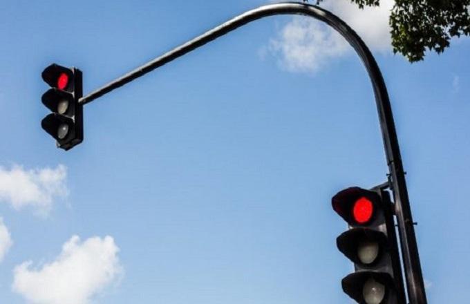 Pointe-Noire : Hors service depuis des années, les feux tricolores vont devoir scintiller de nouveau