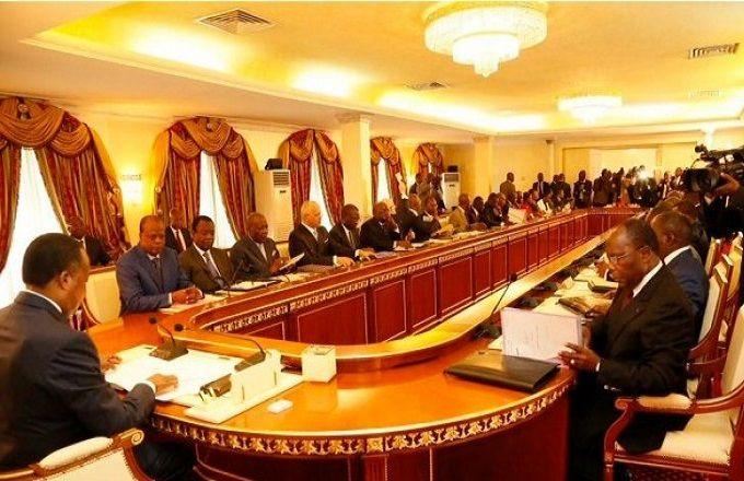 Congo – Réduction du train de vie de l'État: Moins dix pour cent sur le salaire des ministres