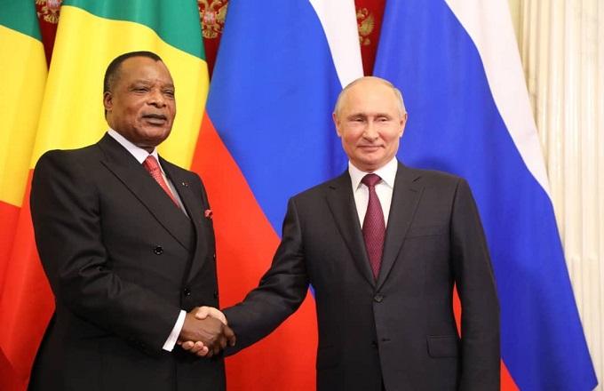 Denis sassou N'Guesso rencontre Vladimir Poutine : une poignée de main historique